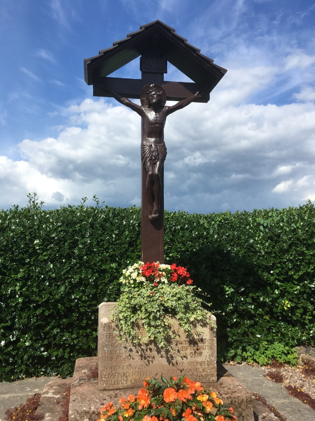 Utkinton War Memorial - Cross